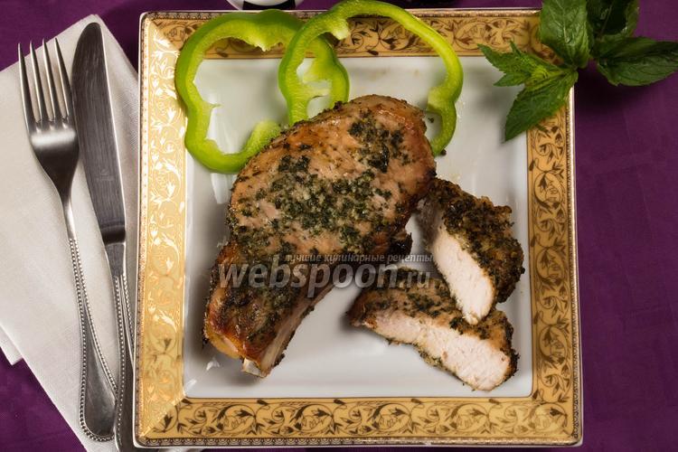 Фото Свиная корейка на кости в духовке в травах
