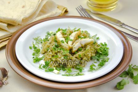 Филе минтая с рисом и зеленью