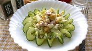 Фото рецепта Салат из копчёной курицы и огурцов