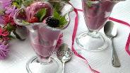 Фото рецепта Йогуртовое мороженое с малиной и ежевикой
