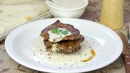Фото рецепта Телячьи стейки под йогуртовым соусом