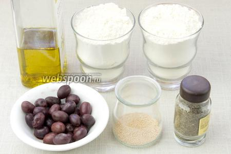 Чтобы приготовить домашний хлеб возьмите: пшеничную муку, кипячёную воду, сухие дрожжи, маслины, сухой розмарин, оливковое масло, соль.