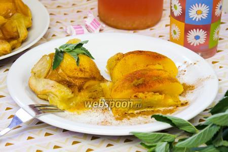 Слоёный пирог с персиками