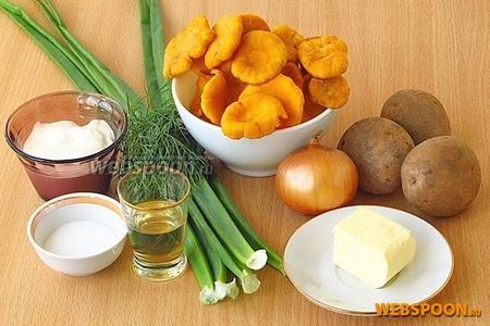 Для приготовления супа из лисичек нужно взять свежие лисички, картофель, репчатый лук, зелёный лук, укроп, рафинированное растительное масло, сливочное масло, сметану и соль.