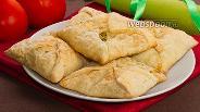 Фото рецепта Хачапури из слоёного теста с сыром