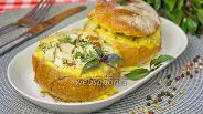 Фото рецепта Булочки с копчёной грудкой, яйцом и сыром