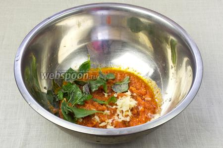 Томатный соус переложить в миску, добавить рубленный базилик и выдавить оставшийся зубчик чеснока. Массу измельчить блендером до состояния однородной массы. Соус готов.