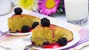 Фото рецепта Кукурузный бисквит с ягодами