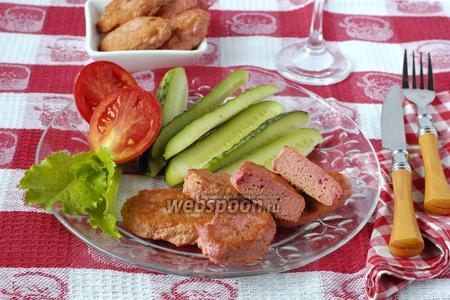 Розовые котлеты с курицей и свёклой
