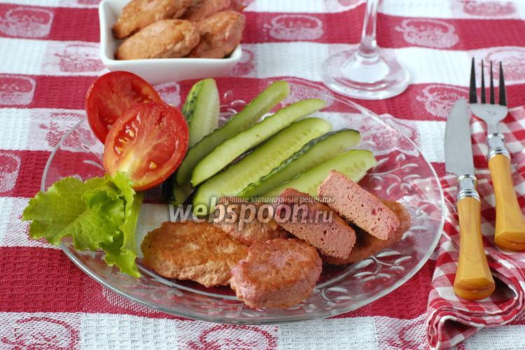 Фото Розовые котлеты с курицей и свёклой