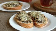 Фото рецепта Гренки с грибами и сыром
