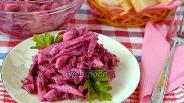 Фото рецепта Яблочно-свекольный салат с хреном и корицей