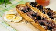Фото рецепта Брускетта с карамелизированным луком