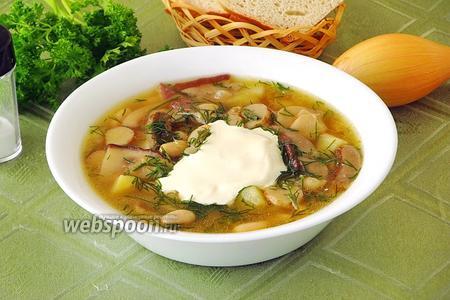 Суп с фасолью и боровиками