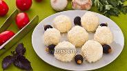 Фото рецепта Шарики из плавленого сыра в кокосовой стружке