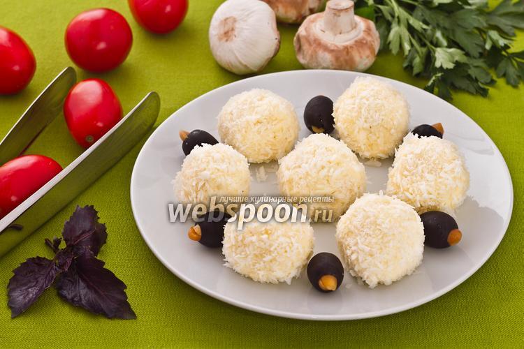 Фото Шарики из плавленого сыра в кокосовой стружке