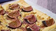Фото рецепта Слоёный пирог с инжиром и миндалём