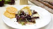 Фото рецепта Лёгкий салат с яблоком и сырными сеточками