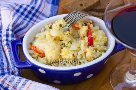 Цветная капуста обжаренная в яично-сырной смеси со сладким перцем и ветчиной