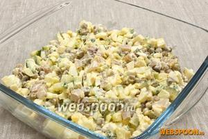 Посолить, заправить салат майонезом. Перемешать. Подавать можно сразу же после приготовления.