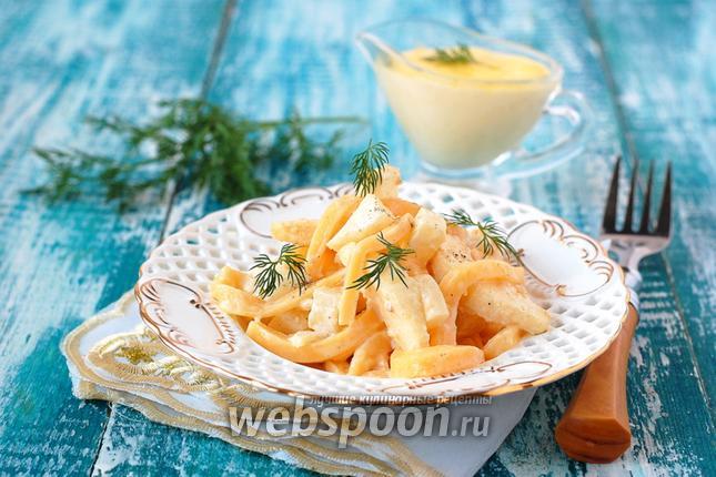 Фото Салат из варёного сельдерея, сыра и яблок