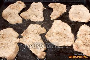Так выглядят ломтики мяса после предварительного запекания.