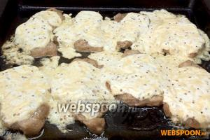 На 5-7 минут ещё ставим в духовку, температуру увеличив до 200°C. Блюдо готово, когда заливка «забурлит».