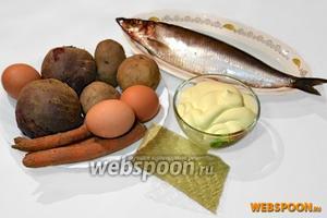 Ингредиенты для салата: свёкла, картошка, морковь, яйца варятся заранее и остужаются. Также нужен репчатый лук, а для желе кроме майонеза я добавляю при растворении листового желатина (4 штуки), желе из красной смородины (моя личная находка ещё с времён приготовления обычной селёдки под шубой).