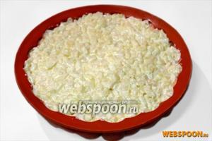 Четвертый слой — картошка с луком.