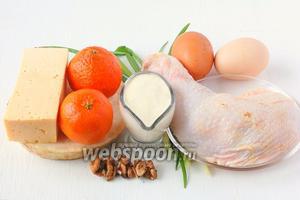 Для приготовления салата нам понадобится твёрдый сыр, яйца, майонез домашний, лук зелёный, корень сельдерея, грецкие орехи, куриное бедро.