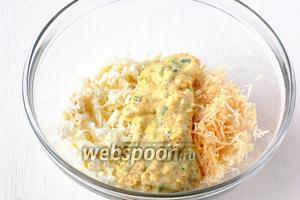 Соединить сельдерей, яичные белки и ореховый соус.