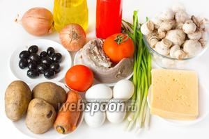 Подготовим язык, картофель, морковь, яйца, шампиньоны, твёрдый сыр, репчатый и зелёный лук, жирный майонез, соль, чёрный молотый перец, масло подсолнечное рафинированное.