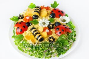 В пропитке салат не нуждается, он и так вкусный, но можно в принципе дать ему настояться, но только без украшения, которое нужно будет оформить уже перед подачей!