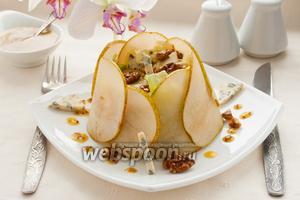 Салат с грушей и сыром Дор блю