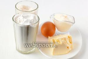 Для приготовления песочных трубочек нам понадобится мука, масло, сметана, яйцо куриное, сахар, разрыхлитель.