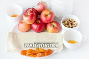 Для приготовления этих чудесных яблок в тесте нам понадобятся такие продукты: не крупные сладкие крепкие яблочки, слоёное дрожжевое тесто, ядра грецких орехов, жидкий мёд, яичный желток для смазывания, сахарная пудра, курага.