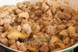 Готовое мясо подавайте горячим вместе с горчицей.