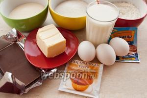Для приготовления манника с шоколадом вам понадобятся: кислое молоко или простокваша, мука, сахар, манка, яйца, масло сливочное, разрыхлитель, ванилин и шоколад.