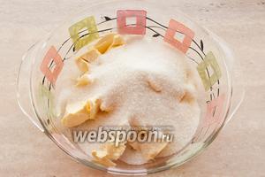 Сливочное масло порубите на куски и добавьте стакан сахара.