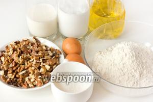 Для приготовления ореховых блинов нам понадобятся такие продукты: очищенные и прокалённые в духовке или микроволновой печи грецкие орехи (140 г в уже очищенном виде), сливки жирные, молоко, куриные яйца, пшеничная мука, сахар, масло подсолнечное рафинированное, сода.