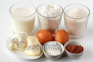 Для приготовления шоколадных кексов с творожными шариками нам понадобится мука, сахар, яйца, масло сливочное,  творог, какао, молоко, кокосовая стружка, разрыхлитель.
