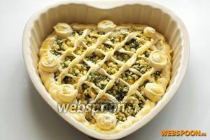 Смазала желтком и поставила в духовку, разогретую до 175-180°C минут на 30-35. Время выпечки зависит от духовки.