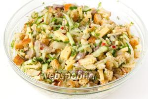 Перемешиваем и можно сразу подавать салат «Норд» к столу.