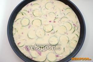 Смажьте форму (у меня 28 см) оливковым маслов и вылейте тесто. Высота должна быть 1-2 см.