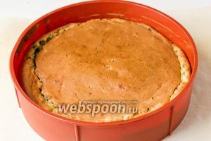 Выпекаем пирог при 200°C около 35-40 минут.