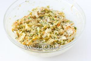 Перемешиваем салат ещё раз и даём ему время настояться в холодильнике (около 30 минут). После подаём салат к столу!