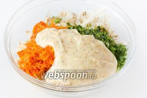 Заправляем салат домашним майонезом с зёрнами горчицы. В принципе, салат можно заправлять и обычным майонезом, но так получится намного интереснее!