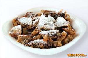 Перед подачей обязательно посыпаем сахарной пудрой. Сладкие ароматные кусочки очень приятны на вкус.