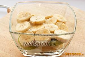 Далее выкладываем бананы.