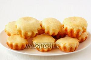 Готовые булочки достать из формочек. Вкусно как в горячем, так и в холодном виде.